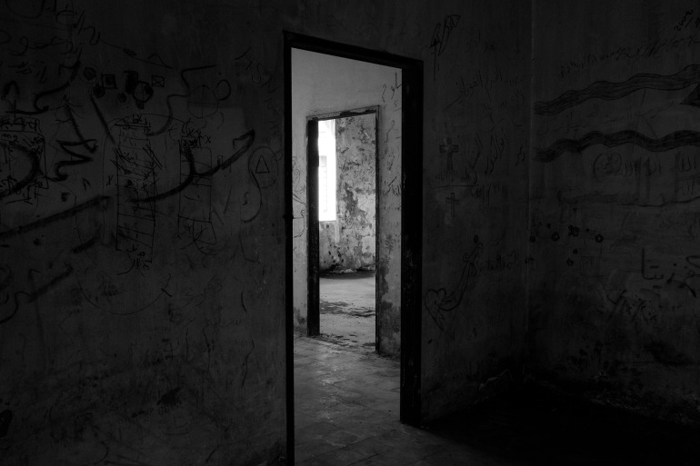 doorway-3056178_1920-by ramykabalan-CCBY-pixabay